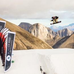 Les snowboardeurs à l'assaut du Glacier 3000
