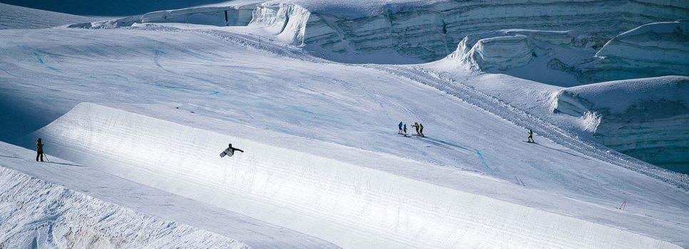 #stompsaasfee – le terrain de jeu sur le glacier de l'Allalin